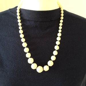 Dainty vintage necklace carved off-white flowers